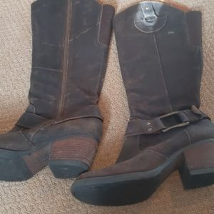 Born brown cowboy style boot